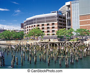 Manhattan. - East Harlem quay with old pier pylons. View ...