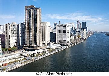 Manhattan - East river and Roosevelt island