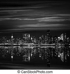 Manhattan New York sunset skyline from East - Manhattan New...