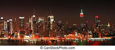 Manhattan panaroma skyline at Christmas Eve - The panorama ...