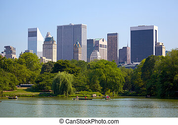 Manhattan skyline and Central Park - Manhattan skyline...