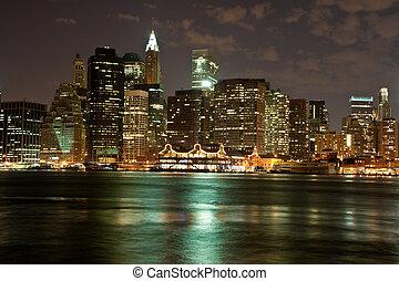 Manhattan skyline at night - View of the Brooklyn Bridge in ...