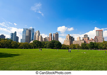 Central Park - Manhattan skyline from the Central Park, New...