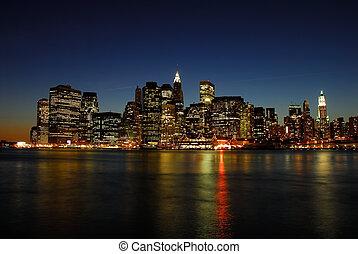 manhattan skyline, op de avond