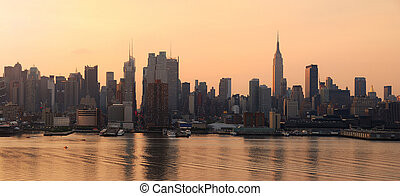 Manhattan skyline panorama in New York City