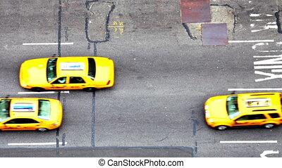 manhattan, straat scêne, met, verkeer, en, mensen, nyc,...