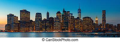 manhattan., wieczorny, miasto nowego yorku skyline, panorama