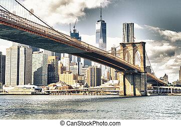 Manhattan with Brooklyn Bridge.