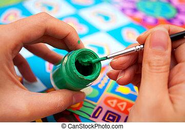 mani, con, spazzola, e, vernice