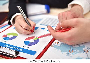 mani umane, analizzare, il, affari, schemi