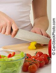 mani umane, cottura, verdura, insalata, in, cucina