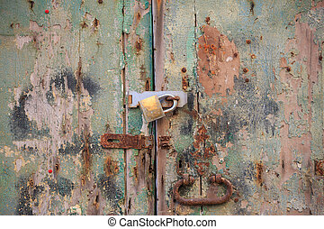 manico, porta, chiuso chiave, marrone, legno, sbucciato, su, details., arrugginito, sfondo verde, chiudere, padlock., invecchiato, cancello, vista