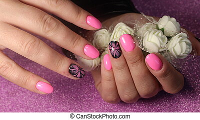 Design nails with a flower pattern