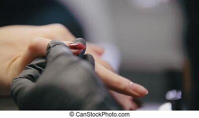 manicure, in, knapheid salon, -, meester, delen, pools, op, de, spijkers