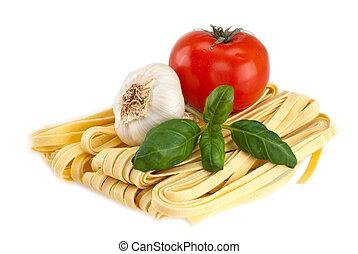 manjericão, espaguete, alho, tomates