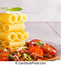 manjericão, macarronada, bolonhês, tabela,  parmesan