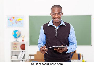 manlig lärare, hålla en skrivplatta