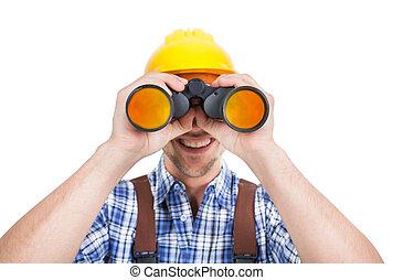 manlig, repairman, titta genom fältkikare