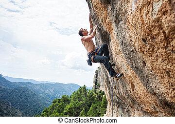 manlig, rock bergsbestigare, på, utmana, väg, på, klippa