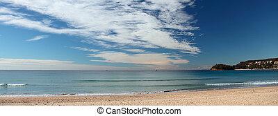 Blick auf Manly Beach. Bekannter Strand der Metropole Sydney in Australien (New South Wales Territory).
