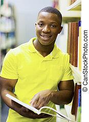 mann, afrikanisch, student, lesende , in, buchausleihe