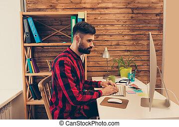 mann, beschäftigt, tippen, bärtig, tastatur, ansicht, seite