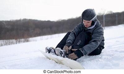 mann, blockierung, stiefeln, auf, snowboard, für, ski...