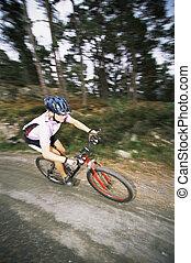 mann, draußen, auf, spuren, fahrenden fahrrad, (selective,...