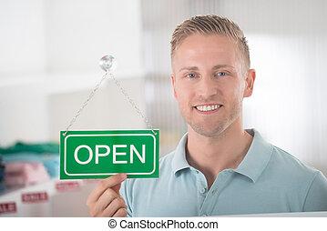 mann, eigentümer, besitz, offenes vorzeichen, in, kleidungsgeschäft