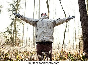mann, einatmen, der, frische luft, von, a, winter, wald
