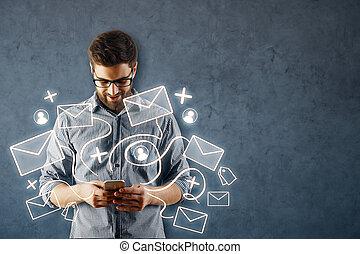 mann, gebrauchend, smartphone, mit, e-mail, vernetzung