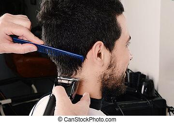 mann, haben, a, haarschnitt, mit, haar, clippers.