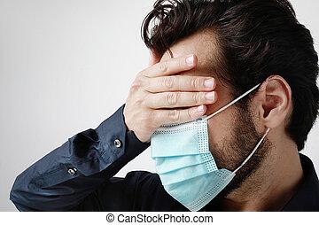 mann, headshot, covid-19., medizin, hintergrund, steht, berühren, maske, junger, weißes, forehead., pandemisch, situation