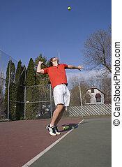 mann, in, gläser, a, tennisplatz