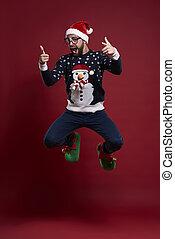 mann, in, gute stimmung, während, weihnachtszeit