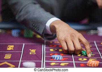 mann, in, kasino, plazierung, wette