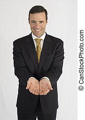 mann, in, schwarze klage, halten hände, lächeln, kamera