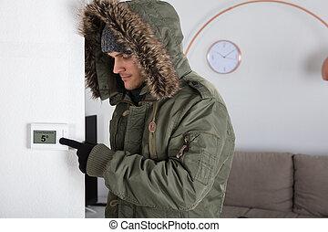 mann, in, warme kleidung, zeigen, strömung, zimmer,...