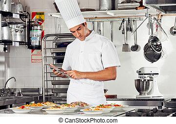 mann, küchenchef, gebrauchend, digital tablette, in, kueche