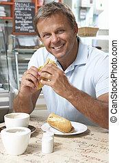 mann, kunde, genießen, butterbrot, und, bohnenkaffee, in, caf