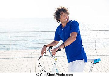 mann, mit, fahrrad, weg schauen, draußen