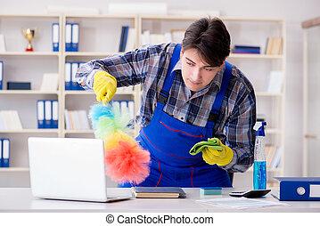 mann, reiniger, arbeitende , in, büro