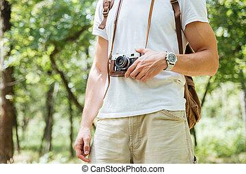 mann rucksack, und, weinlese, fotokamera, in, wald