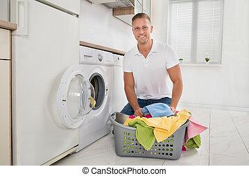 maschine laden w sche handt cher mann nahaufnahme stockfotografie bilder und foto. Black Bedroom Furniture Sets. Home Design Ideas
