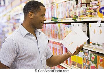 mann, shoppen, in, supermarkt