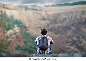 mann sitzen, auf, felsige klippe