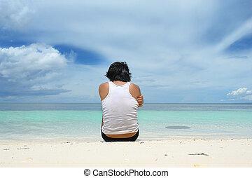 mann sitzen, einsam, auf, sandstrand