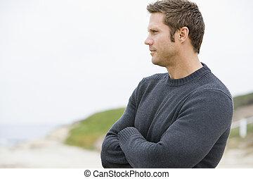 mann stehen, an, sandstrand
