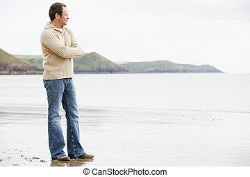 mann stehen, auf, sandstrand