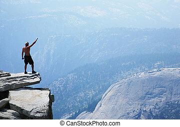 mann stehen, oben, a, felsformation, mit, arm angehoben